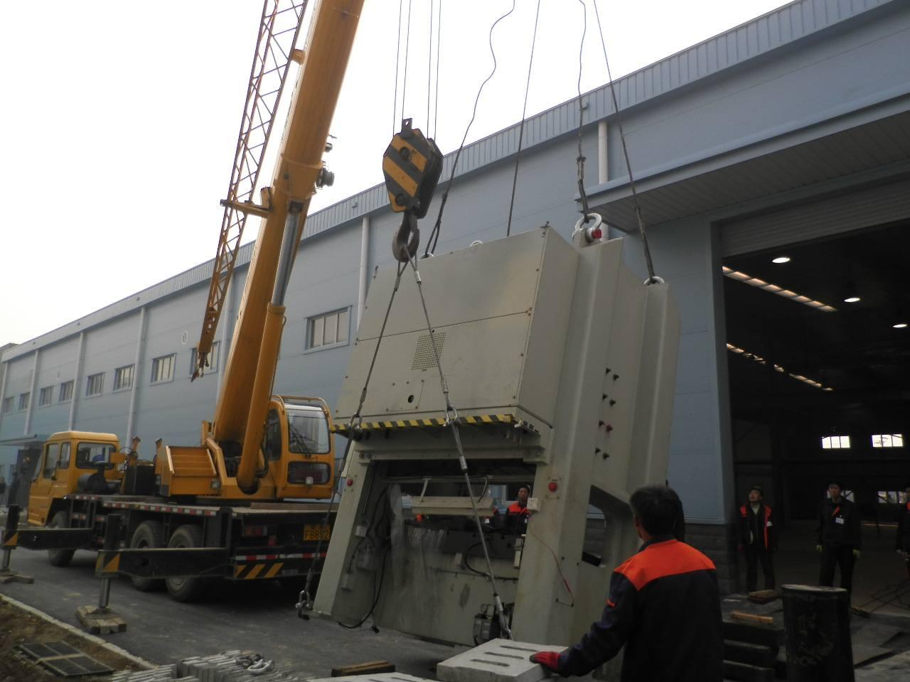 工厂设备搬运和安装